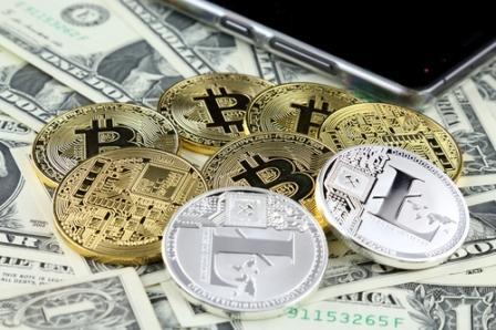 биткоины и литкоины на долларах