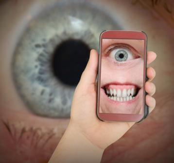 телефон с глазом