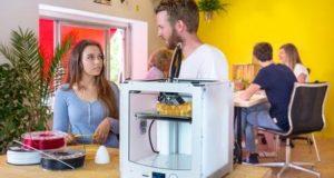3D принтер на столе