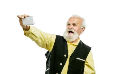дедушка со смартфонам