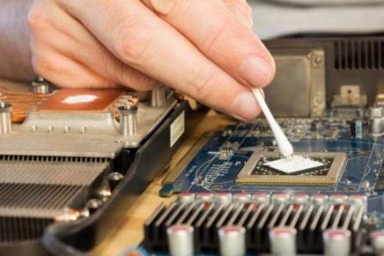 мажут процессор видеокарты термопастой